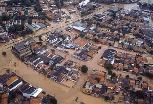 Cidades brasileiras estão assim: afogadas sob as chuvas.