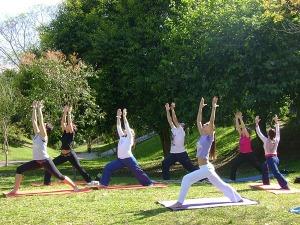 Postura de Yoga que estimula o som do coração nos mundos sutis (Astral e Mental)