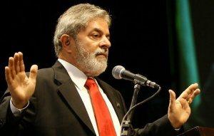 """""""Companheiros e companheiras! Reajustar os aposentados vai quebrar o Brasil. Acreditem no Lulão que ele é bonzão!"""