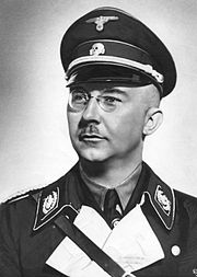 """Heinrich Himmler, o """"Mago Negro"""" que planejou a maldita """"Solução Final"""" para a eliminação dos Judeus e demais membros das raças """"inferiores""""."""