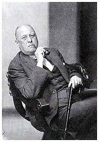 """O bem nutrido e comodista """"Sir"""" Aleister Crowley. Foi ele um mago? Não creio."""