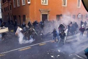 ESTUDANTES LUTAM CONTRA REFORMAS NA ITÁLIA