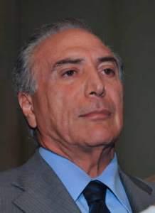 Dificilmente uma face expressa tanta arrogância quanto a deste político brasileiro...