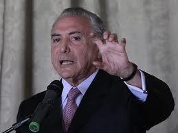 """Agora, é só esmagar, parece dizer a Eminência Parda do Governo Dilma. Quieto, nas sombras, o que """"nosso"""" Vice-Presidente anda tramando? Está solto no campo. Se eu fosse a Vovozona, não lhe daria tanta corda."""