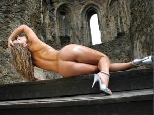 Na minha juventude eu andava mais era interessado em mulheres com corpos como este. E tinha uma sorte danada com elas...