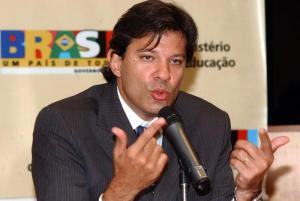 Deputado Fernando Haddad, Ministro da Educação. Enquanto o Brasil não atentar para o fato de que político não serve para ser ministro, o barco irá de mal a pior.