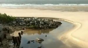 """As praias maranhenses estão assim: merda e mijo em todas elas, jogados """"in natura"""", poluindo as belíssimas águas do maior presente do Criador ao homem: o Oceano."""