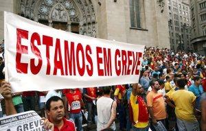 Greve, greve, greve! O povo começa a estrebuchar, mas os arrochos continuam firme e forte.
