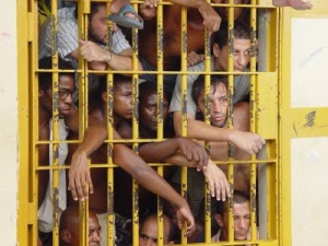 Quem não sente uma onda de terror na própria alma, diante da perspectiva de vir a parar nesta jaula inumana?