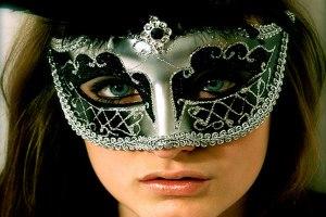 Geralmente, quando há dúvidas, as máscaras caem. A gente fica sem apoio mesmo daqueles em quem mais confiamos.
