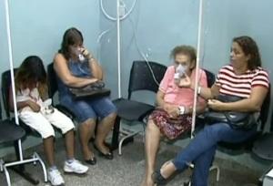 Agoniados, sufocados, muitos acorrem aos hospitais em busca de alívio para seus sofrimentos.