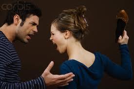 Mulheres e homens histéricos frequentemente deflagram brigas odiosas.