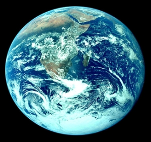 """Terra, uma das inúmeras """"Casas de Meu Pai""""."""