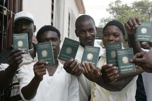 """O Brasil, eterno """"coração de mãe"""", já mandou conceder carteiras de trabalho a haitianos migrantes que, agora, são cidadãos brasileiros. E é assim que vamos crescendo. Com a gente que o resto do mundo não quer."""