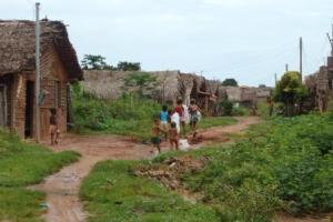 Eis o Presente de José Sarney ao Maranhão. Eles ainda vivem em casas de sapé. Mas o Sarney vive no luxo e no Poder. Culpa de quem?