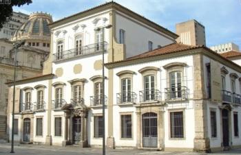O prédio no Paço Imperial que foi residência de Dom Pedro I e de seu filho, Dom Pedro II. Foto da frente do edifício.