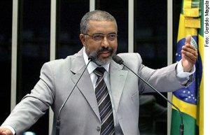 Mas acreditem: vou vencer. Sou brasileiro e não desisto nunca!