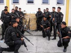 A polícia é POVO e tem de estar ao lado do POVO, não defendendo bandido de colarinho branco.