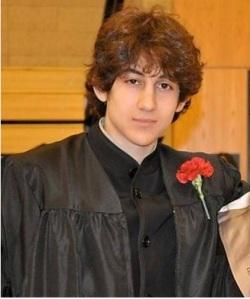 O jovem Dzhokar Tsarnaev que foi enlouquecido pela pregação religiosa muçulmana. Começo a também votar aversão intensa a este pessoal assassino.