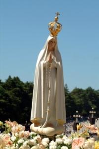 A imagem de Nossa Senhora de Fátima, cujo andor eu ajudei a levar até à Igreja Matriz de Teresina, quando eu contava 12 para 13 anos.