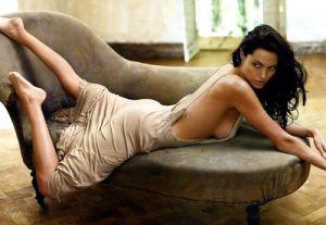 A magricela feia que foi transformada em símbolo sexual pela magia do Cinema.
