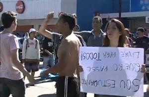 A fome começa a se mostrar quando os centavos se tornam tão importantes que o povo vai às ruas gritar contra os aumentos.