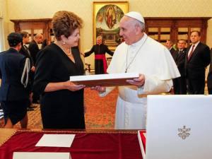 Vovozona e o rapapé para o Papa. O custo é que foi de amargar...