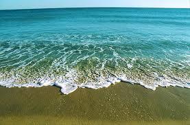 O tempo calmo pode repentinamente desabar uma procela e transformar a paz do Oceano em inferno para nós.