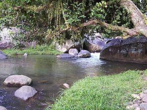 A água do riozinho era muito fria, mas a paisagem valia a pena.