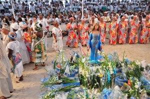 Todo ano, milhões de brasileiros mostram, nas praias do país, sua incipiência maturacional.