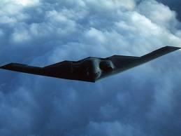 O avião morcego em pleno vôo. Invisível aos radares leva a morte pelo fogo em seu bojo.