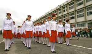 """Colégio da Polícia Militar. Uma instituição tradicional. Vale mais esta instituição """"retrógrada"""" ou a Escola Nova que libera geral?"""