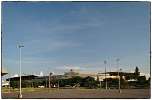 Estádio Serra Dourada. É aqui que os goianienses torcem por seus times e imitam cariocas e paulistas em suas loucuras e ferocidades.