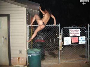 Ela também pulam a cerca e com a mesma facilidade que os seus parceiros.