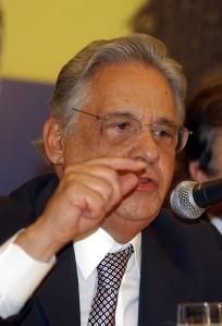 """""""Psssit! Boca de siri! Esse velho é um esclerosado. Nâo acreditem nele, não. Sem o PMDB o Brasil não seria o que é. Eu sei disto e sou catedrático e imortal. Portanto, creiam em mim"""""""