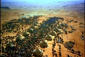 No mito bíblico, os judeus foram escravizados para trabalhar nos monumentos do Faraó sob chicote, fome e sede.