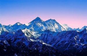 Nossos dilemas sempre nos parecem imensos Himalaias.