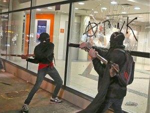 Por que atacar os que não se podem defender? Os criminosos todos sabemos onde estão...