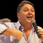 """""""Olha eu aqui de novo! Eu sou a salvação do Brasil, gente. Acreditem no meu partido. Ele é ótimo!"""""""