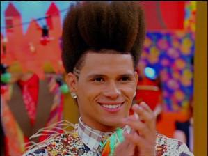 """Talvez o que tenha conquistado a Casesinha tenha sido o cabelo arrepiado e """"incendiado"""" do metamorfo.  Afinal, ela também é afro-descendente..."""