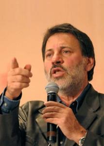 """""""Cassa os direitos políticos desse velho caquético! Eu sou herói nacional e ainda vou constar assim nos futuros livros de História do Brasil!"""""""