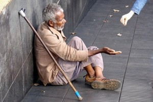 """Mendigo. O Brasil está regurgitando gente nestas condições e os Polititicas querem mais é que a """"classe"""" aumente."""