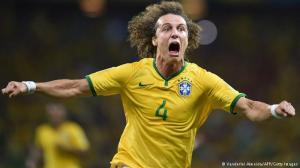 """""""Mãããeeeee!!!! Socorro! O bicho alemão tá nos meus calos! Chama a Dilma! Isto não foi o combinado!"""""""