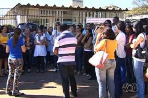 Posto de Saúde em Goiânia: sem médico, sem raio-X, sem nada. Apenas burrocratas de quarta e quinta categorias e povo dependente sem coragem de reagir.