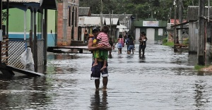 2014 - Rio Negro transborda e invade cidades no Amazonas.