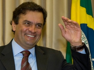 """""""Tchau, PT! Eis que trago de volta o PSDB dos Tucanos. Quem é vivo sempre aparece, não é mesmo?"""""""