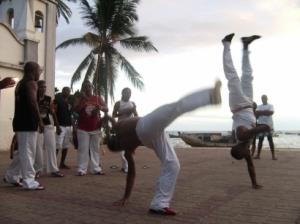 O banzo vira nossa vida de cabeça para baixo... Como na capoeira, a expressão viva do banzo negro.