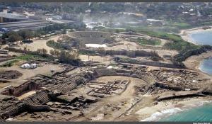 Da pujante e bela Cesarea só restam as ruínas.