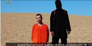 E chamam ao leão, ao tigre e à hiena de animais. Mas se comparados ao integrante do Estado Islâmico, vestido de preto na foto, quem é mais animal?