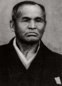 Sokaku Takeda, samujrai apegado e praticante das antigas tradições do clã, era violento, aguerrido e sanguinário.